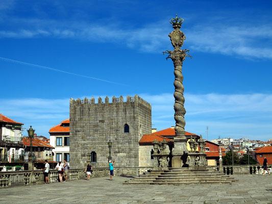 Pelourinho vor der Kathedrale