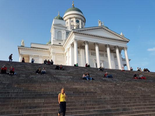 Dom von Helsinki mit monumentaler Treppe