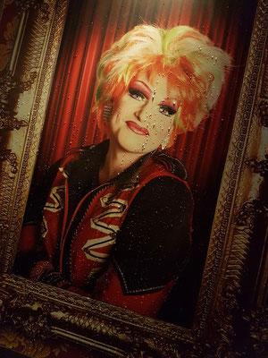 Olivia Jones, geb. 1969, ist das Pseudonym des deutschen Travestiekünstlers Oliver Knöbel, der als Drag Queen bekannt wurde.