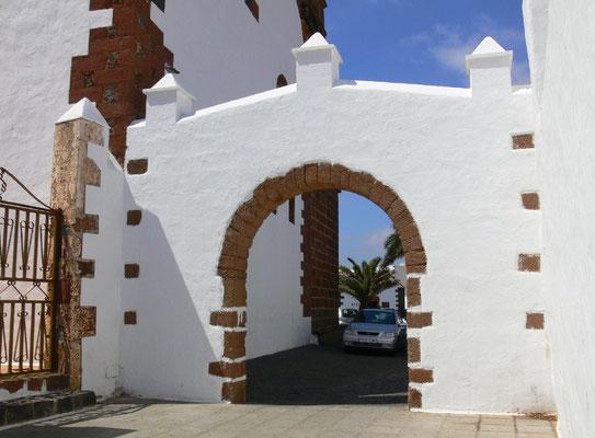 Teguise. Tor zur Iglesia San Miguel