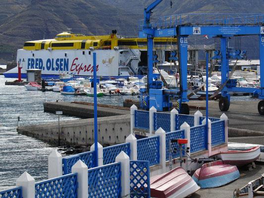 Puerto de las Nieves, Fischerort und Fährhafen (Schnellfähre nach Santa Cruz de Tenerife)