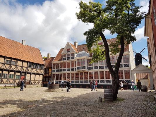 Münzmeisterhof (Wohnhaus aus Kopenhagen, 1683). Der hier wiedererrichtete Hof sieht so aus wie in seiner Glanzzeit im 18. Jh.