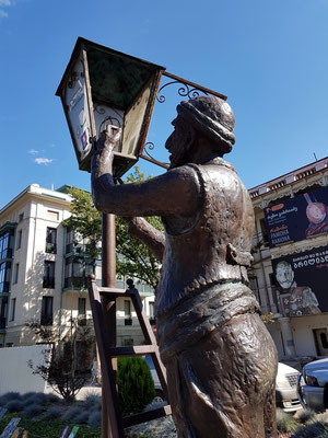 Der Lampenanzünder in der Baratashvili Straße