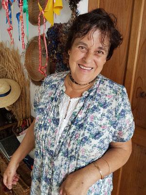 Senhora Maria Alzira Neves pflegt das traditionelle Kunsthandwerk.