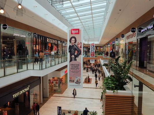 Einkaufszentrum Aupark, die größte Einkaufsanlage in Bratislava, 2001 eröffnet