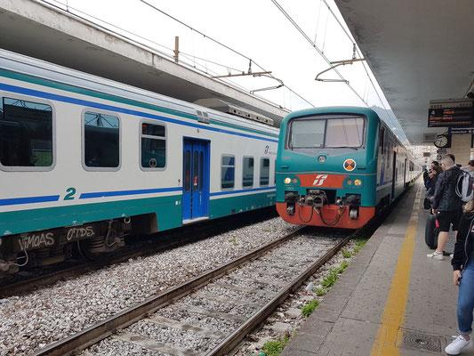Im Bahnhof von Salerno, Zug nach Paestum