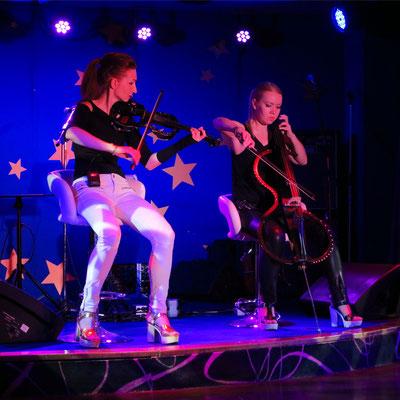 Duet Revolution mit Irina und Nadejda