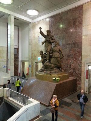 Partizanskaja, 1944 eröffneter unterirdischer U-Bahnhof der Metro Moskau an der Arbatsko-Pokrowskaja-Linie