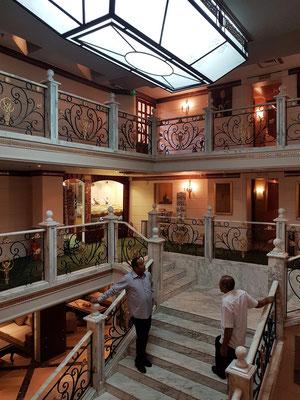 Treppenhaus, Blick von Deck 3