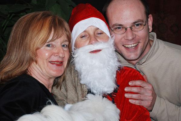 Almut, Kerstin als Weihnachtsmann, Christoph, Weihnachten 24.12.2008