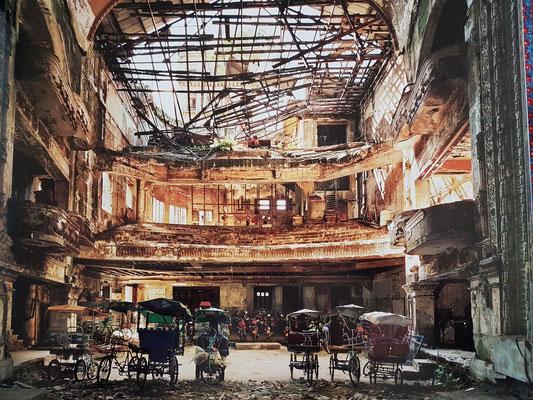 Teatro Campoamor, Blick von der Bühne zum Balkon (Foto von Andrew Moore von 1999, im Bildband Cuba, 2012, S. 107)