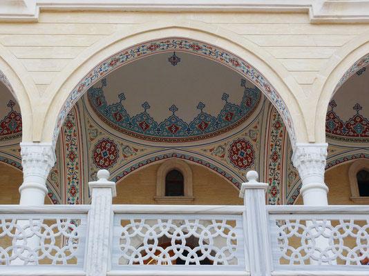 Raum mit Kuppel an der Außenseite der Külliye Moschee