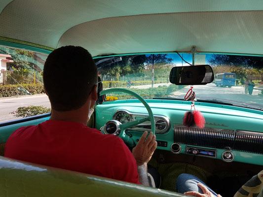 Im Taxi zum Flughafen