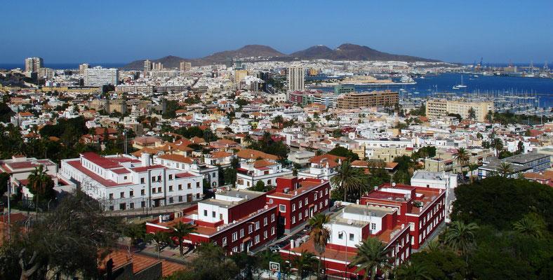 Las Palmas, Blick vom Stadtteil Altavista nach Nordosten auf Stadt und Hafen