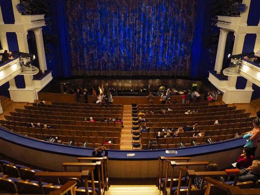 Stanislawski-Musiktheater, Blick vom oberen Rang
