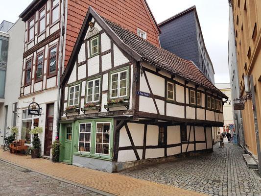 3. Enge Straße mit dem Kommodenhäuschen von 1698, Blick von der Buschstraße