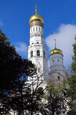 Glockenturm Iwan der Große (1505) mit 81 m Höhe, mit einer später angebauten ehemaligen Kirche, die seit dem 17. Jahrhundert ebenfalls als Glockenturm verwendet wird.