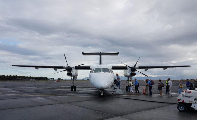 Unsere Bombardier Q 200 auf dem Flugfeld von Pico, Destination Ponta Delgada/São Miguel