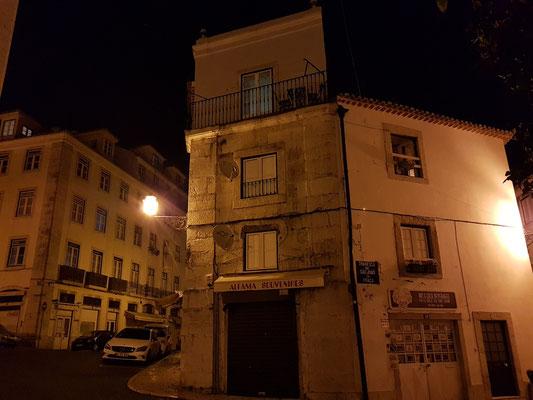 Um Mitternacht durch Alfama, Alfama Souvenires an der R. de São João de Praça