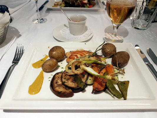 Restaurant Villa del Mare, Trancio di salmone alla griglia con curry (gegrillte Lachstranche dazu Baby Fenchel und Kokosnuss)