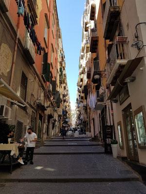 Treppengasse Gradoni di Chiaia, Blick von der Via Chiaia