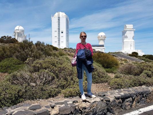 Teide-Observatorium, das modernste Sonnenobservatorium der Welt. Sonnenteleskop GREGOR (links) und Vakuum-Turm-Teleskop (VTT) (rechts)
