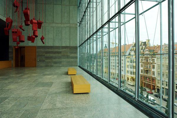 Trillerpfeifenterrasse. Raumerlebnis im Museum der Bildenden Künste, Leipzig (Blick auf Katharinenstraße)