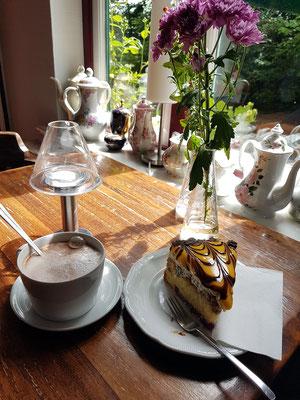 Café und Restaurant Schweizer Haus in Tating bei St. Peter-Ording, berühmt wegen seiner Kuchen  (http://www.schweizerhaus-tating.de/)