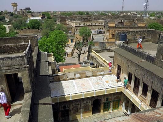 Blick vom Dach des Haveli in die Stadt Mandawa