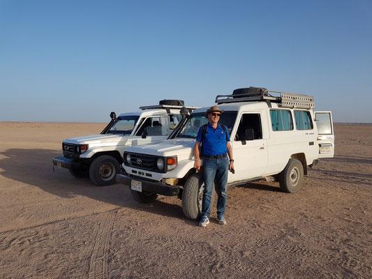 Mit zwei Toyota Landcruisern auf dem Weg in die Arabische Wüste
