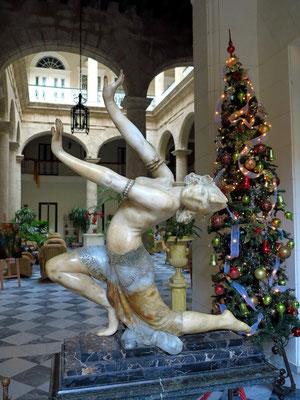 Skulptur im Eingang zum Hotel Florida
