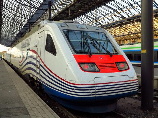 """Hauptbahnhof Helsinki, der """"Allegro"""" ist ein Hochgeschwindigkeitszug zwischen Helsinki und Sankt Petersburg."""