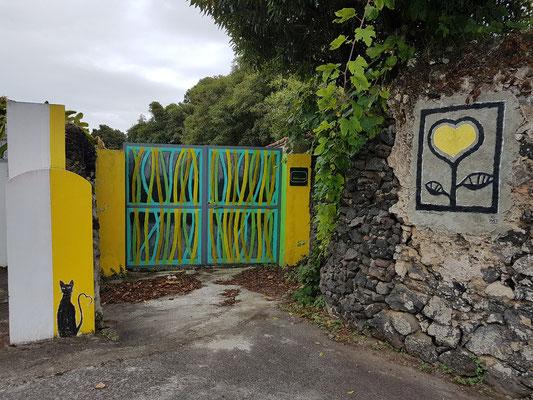 Anwesen bei Caloura mit dem Herz des Künstlers Yves Decoster