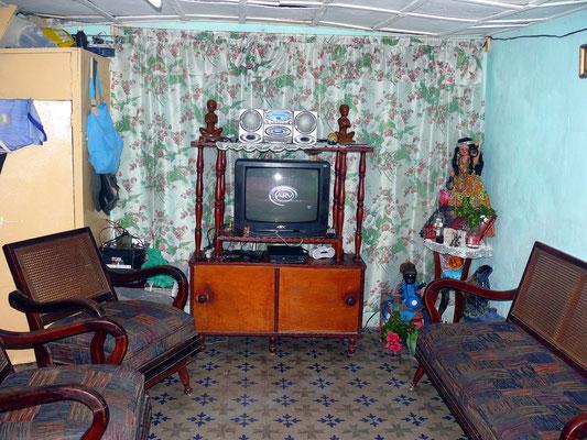 Wohnzimmer in einem Haus der Gasse