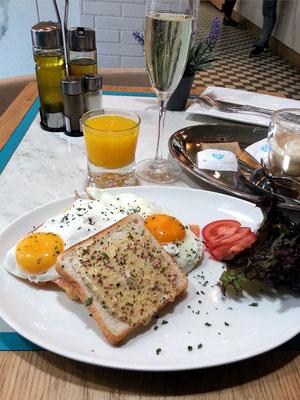 Frühstück im Avenue Café