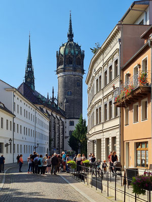 Blick zum Schlossplatz und zum Turm der Schlosskirche