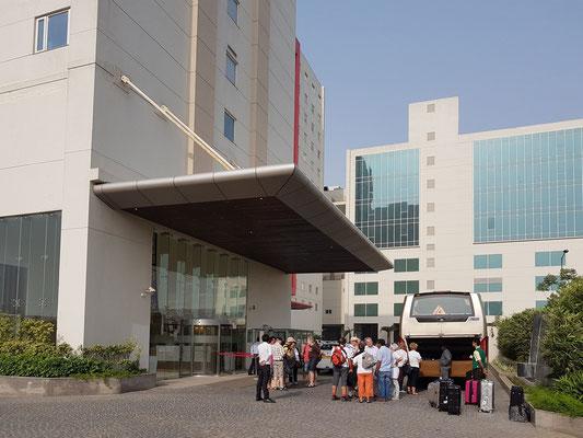 Aufbruch vom Hotel Lemon Tree in Gurugram in Richtung Rajasthan