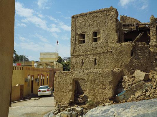 Al Hamra, alte Lehmhäuser und moderne Wohnhäuser