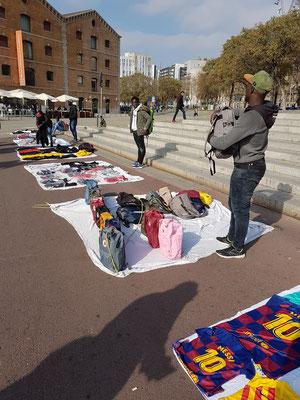 Verbotener Verkauf von Modetaschen-Fakes