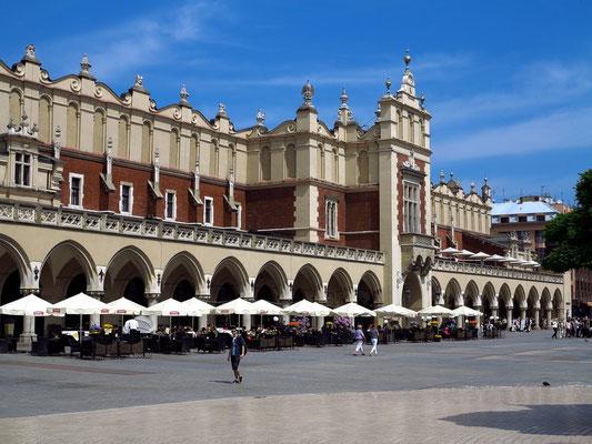 Tuchhallen. Die überdeckten Gebäude dienten dem Handel mit englischen und flämischen Tüchern.