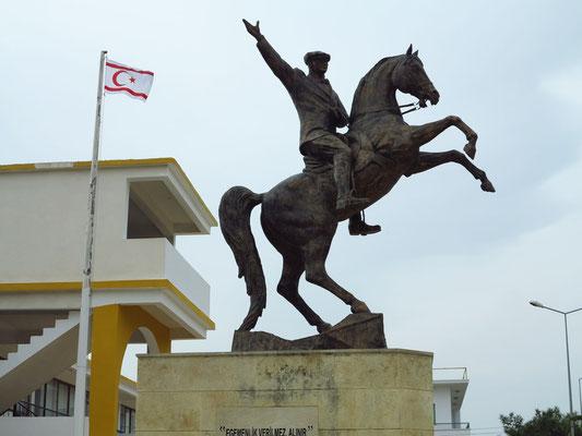 Reiterstandbild Kemal Atatürk in Dipkarpaz
