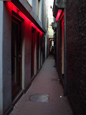 Gasse mit Fensterprostitution