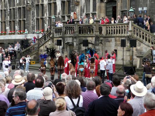 CHIO Stadtfest, auf dem Marktplatz vor dem Rathaus