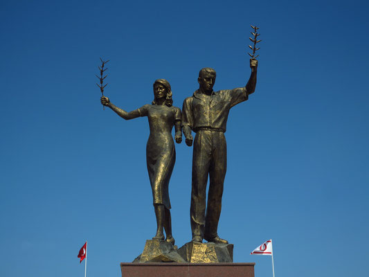 Figurengruppe des Peace Memorial in Kyrenia/Girne