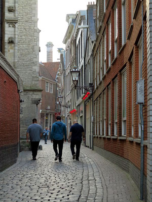 Gasse nördlich der Oude Kerk im Red Light District