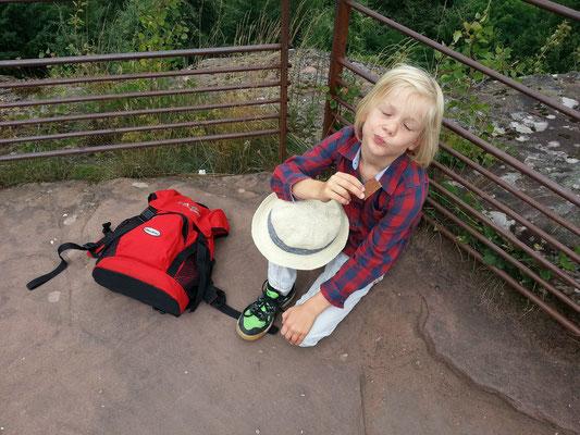 Fleckenstein, Pause mit Obstriegel auf dem obersten Plateau