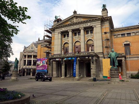 Nationaltheater (Nationaltheatret) in Oslo, Frontseite (mit Ibsen- und Bjørnson-Statue), 1899 eröffnet