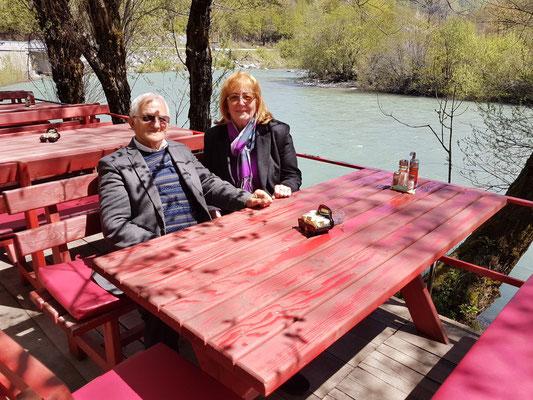 Katarina und Vukašin Ćulafić im Restaurant Raj an der reißenden Tara