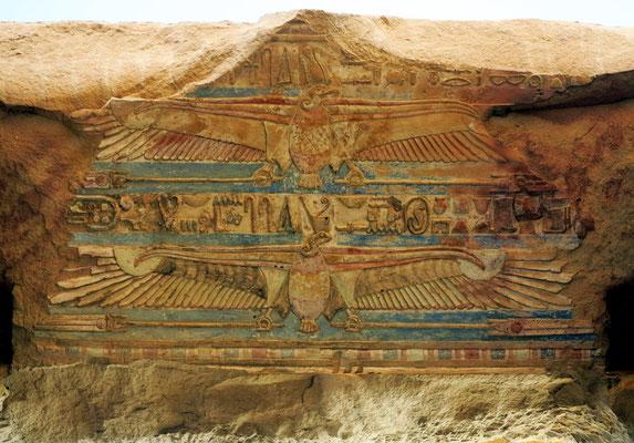 Nechbet, Schutzgöttin für den Tempel (Geierkopf mit zwei Flügeln)