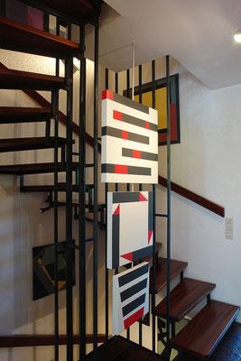 Treppenhaus mit dreiteiligem, drehbarem Objekt